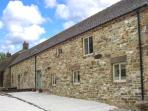 CLOSES BARN, en-suite bathrooms, WiFi, patio with furniture, Ref 29631
