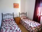 Dormitorio con 2 camas de 90