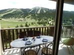 Déjeuner ou Diner sur la terrasse avec vue panoramique sur la montagne