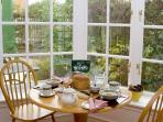 Breakfast area in bay window