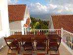 Vaste terrasse où vous pourrez manger entre amis ou en famille