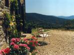 One bedrrom apartment in historic, stone-built Tuscan house with private garden and breathtaking views