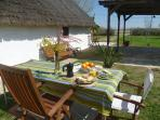 Desayuno al aire libre en la Barraca Vilbor