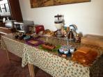 Il tavolo delle colazioni - The table of the breakfasts