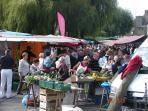 Marché de Cancale avec de nombreux camelots  tous les Dimanche vendent  de bons produits locaux