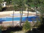 dos piscinas comunitarias, para mayores y para niños