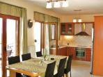 Helidonia Villas-Crete / Villa Kimon, dining area & kitchen
