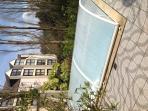 la piscine chauffee à 30 degré et sécurisée(dome relevable et alarme)