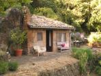 Separate guest house with double bed and bathroom. Cozy and private, right next to the pool