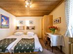 Lower Apartment - Pirigen Room