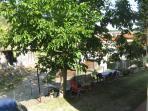 Giardino privato sul retro con zona barbecue