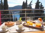 Cozy outdoor breakfast with magnificience views...
