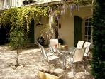 La terrasse privée avec salon de jardin