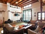 This big living room can host families and group of friends