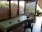 Il tavolo nel patio esterno