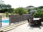 La Terrasse devant la piscine