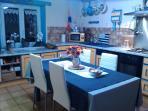 La cuisine spacieuse et bien équipée
