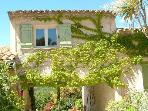 Impression of the exterior of our apartment in guesthouse Aux Merveilleux in Grimaud