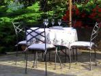 I tavoli all'aperto sono a vostra disposizione per fare colazione o cenare
