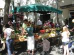 The lively Saturday morning market in Saumur