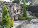 Jardín, salida al lago
