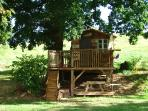 Kids Tree House on huge lawn, great for alresco dining or footie with the kids