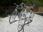 3 (4 very soon) bikes in very good condition for a ride on the many cycling secure tracks.