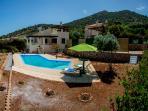Spacious garden and pool