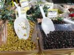 Vente d'olives au marché