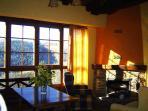 Sala de estar equipada con chimenea 'Francesa'