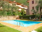 2 bedroom bright apartment with swimmingpool