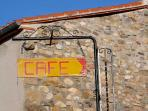 Los Masos - Cafe and general store, sells bread and croissants (100m from Maison Thym)