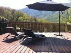 la terrasse avec vue imprenable sur la montagne