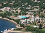 Vue aérienne du Sporting Club de MARINA DI FIORI avec Piscine et Tennis