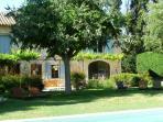 Mas avec piscine privée ensoleillée,terrasse ombragée, et jardin.Le tout super calme et arboré.