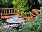In the garden there is a sheltered patio with two benches, ideal for relaxing with a good book.