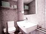 modern bathroom 2 Barcelona Beach Apartments