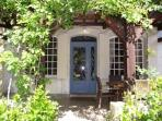 Beautiful period cottage in central Sarlat, large private garden & pool, parking, 3 beds, 3 ensu