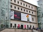 alrededores. Museo Reina Sofia (a 5 minutos andando)
