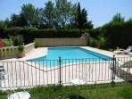 PISCINE SECURISEE PAR BARRIERE