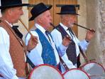 Tambourinaïres, fêtes traditionnelles