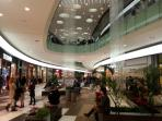 'King's Avenue Mall' opened in December 2013. Just 1 km from the apartment.