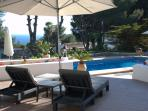 Relax overlooking the pool