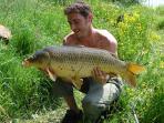 Una battuta di pesca su uno dei laghi e dei fiumi locali