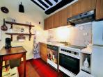 La completa cucina di Casa Lyda