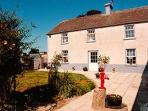 Ballykeeffe Farmhouse is a newly renovated 19th Century farm house located 7 miles (11km) from Kilke