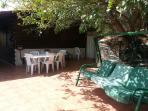 terrazza soleggiata con forno a legna e barbecue