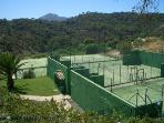 tennis courts at los arqueros