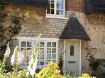Luxury Thached Cottage with Courtyard Garden, near Oakham / Stamford - A Cottage for all easons