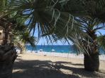 si no me apetece playa tengo, duchas y bancos a la sombra... !!!Buenas Vacaciones¡¡¡¡